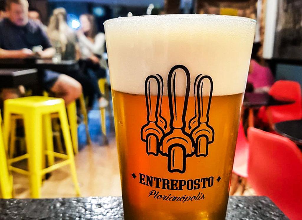 copo de chopp artesanal no bar Entreposto
