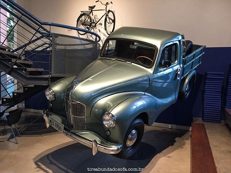 carro antigo exposto no museu WEG, em jaraguá do sul