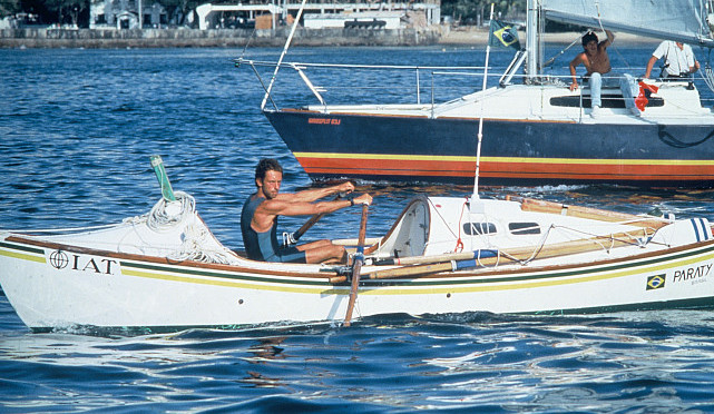 Amyr Klink em seu barco a remo