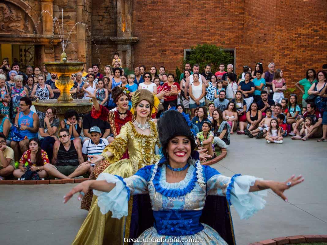 apresentação de dança no marco das 3 fronteiras