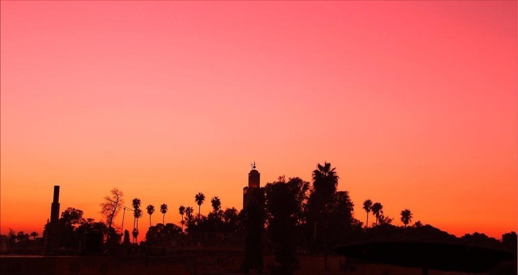 Pôr do sol visto do Riad Hôtel Marraplace, em Marrakech, Marrocos