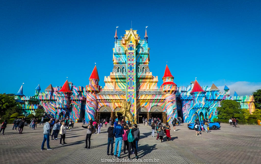 castelo de entrada do parque beto carrero world