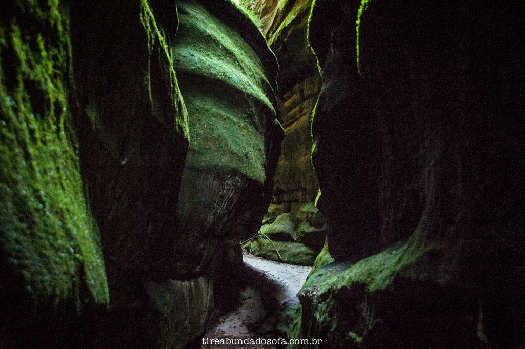Fenda da Freira, no parque do buraco do padre, em ponta grossa