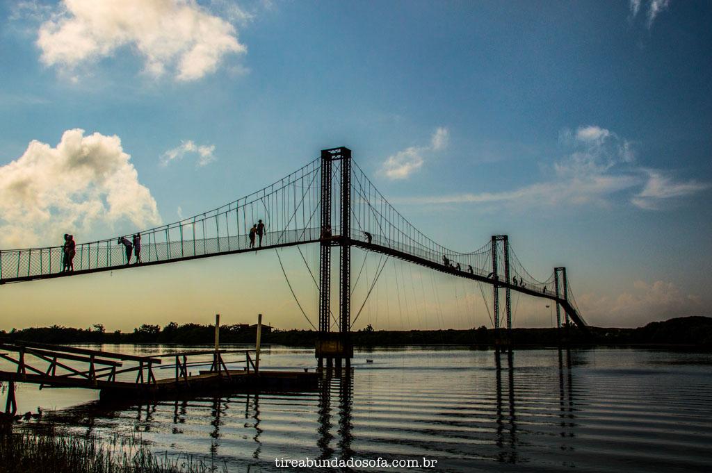 Final de tarde na ponte pênsil, em barra velha, santa catarina