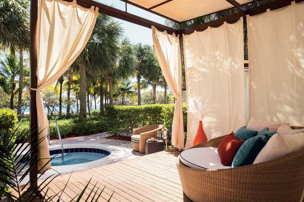 Área externa exclusiva, no The Ritz Carlton, hotel em Key Biscaye, Miami