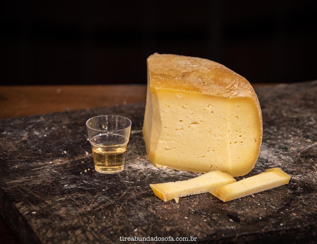 Harmonização de cachaças com queijos, na Mazuma Mineira, em Bichinho, Minas Gerais