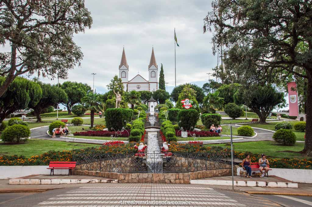 Praça central de Treze Tïlias, em Santa Catarina