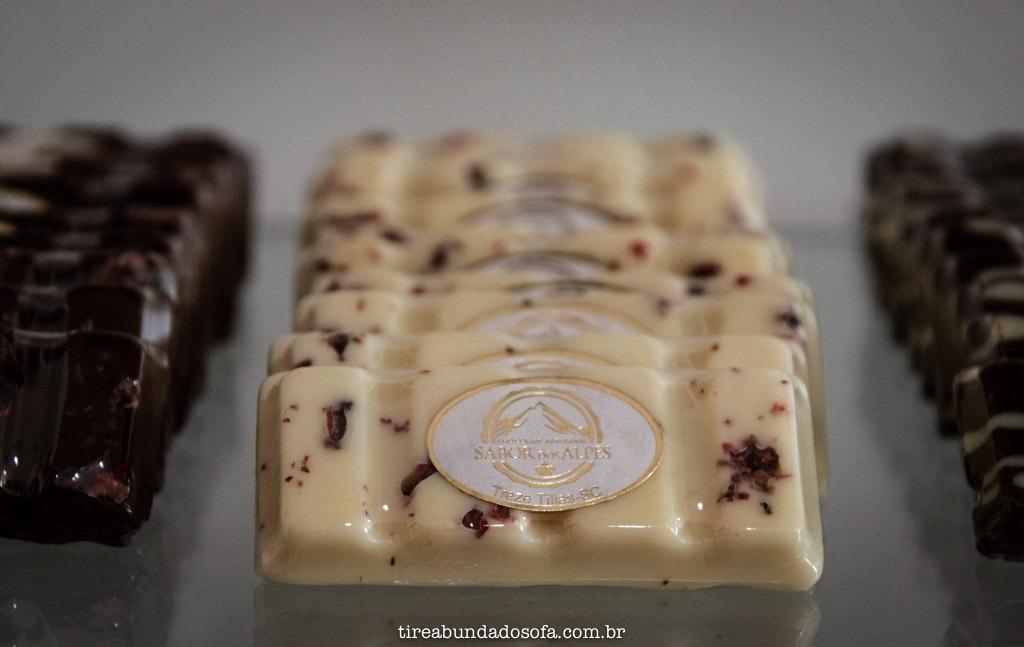Chocolate branco com pimenta rosa, da chocolates sabor dos alpes, em treze tílias, santa catarina