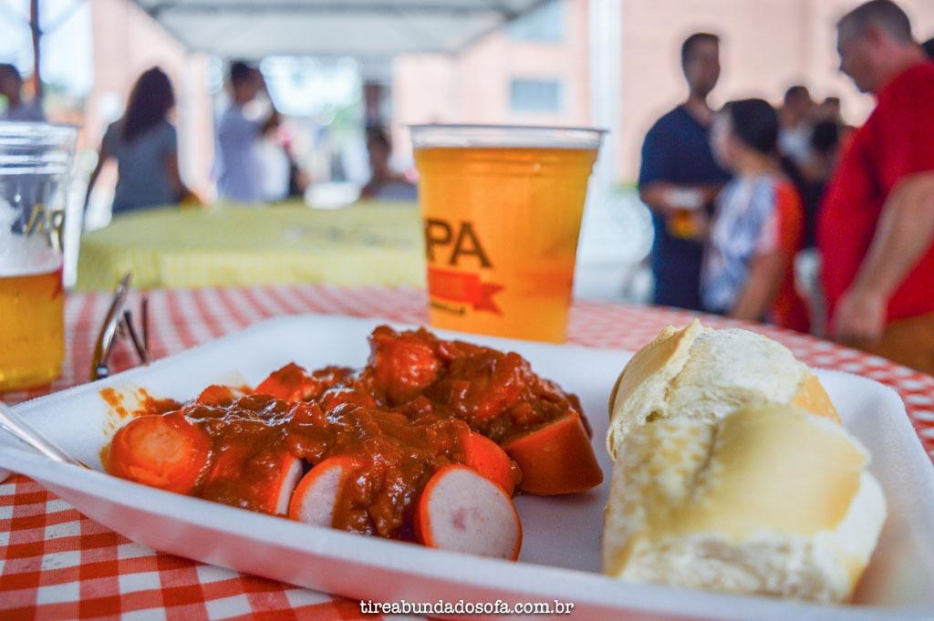 Currywurst, um dos mais tradicionais pratos alemães, em pomerode, SC