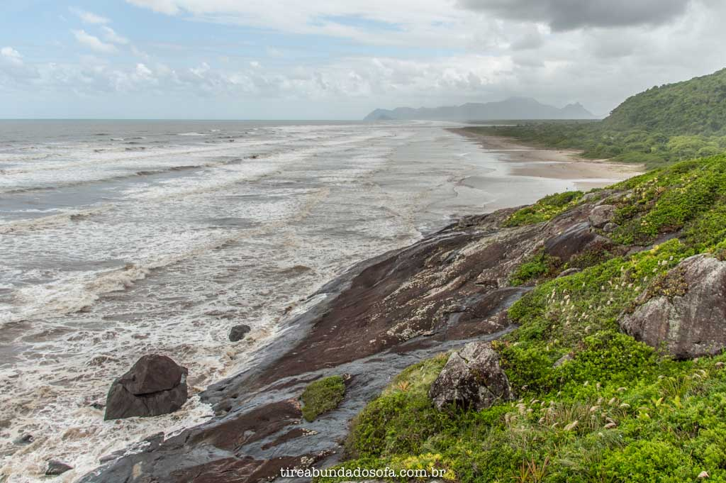 A selvagem Praia da Barra do Una, em Peruíbe, sp