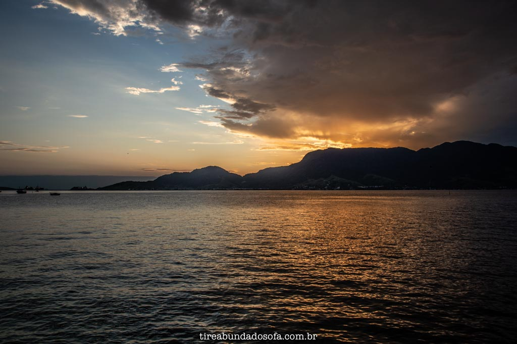Pôr do sol em Ilhabela, sp