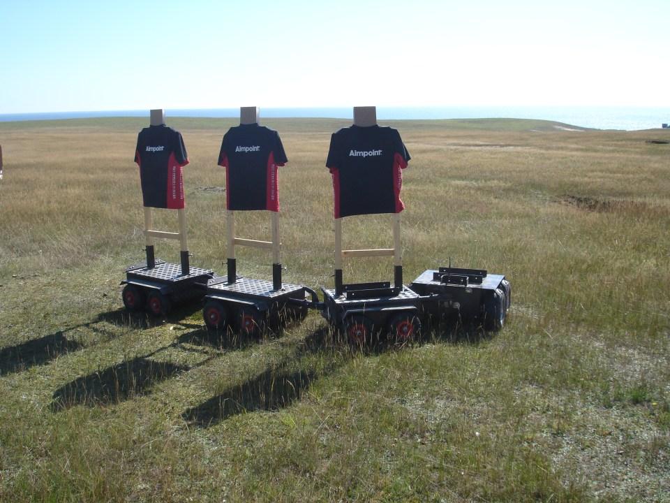 Estación de tiro de fusiles de asalto. Blancos amigos montados sobre unidades del Range Robot System de DART-X