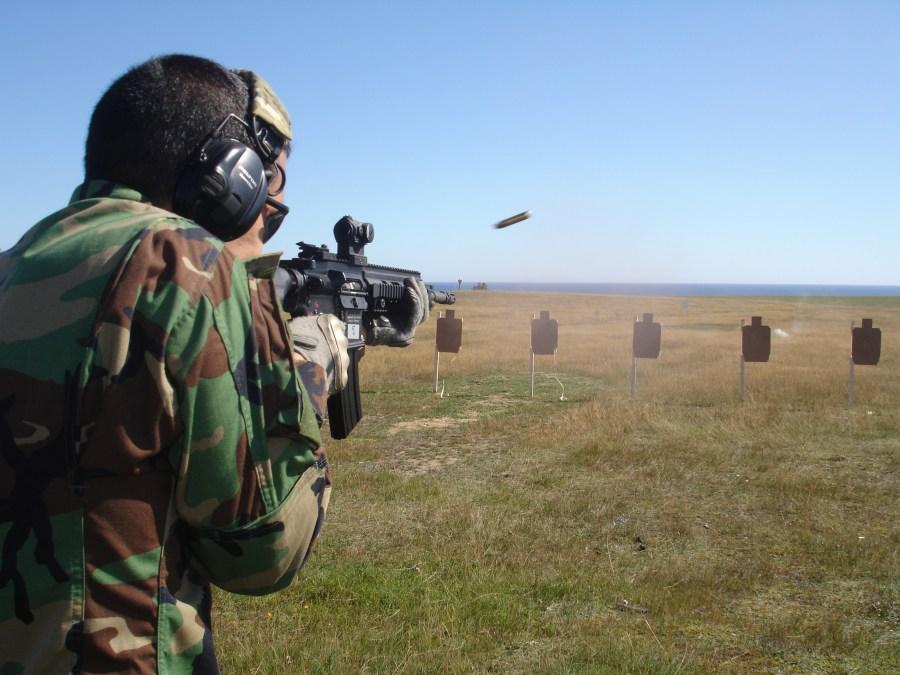Estación de tiro de fusiles de asalto. Fuego a discreción con el HK 416 (5.56mm cañón de 14.5 pulgadas) dotado de visor Aimpoint Micro T-1