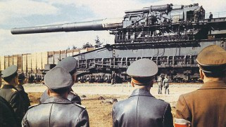 Un tren militar nazi cargó con el cañón más grande jamás fabricado. La 2ª Guerra Mundial supuso el ocaso de la artillería sobre raíles