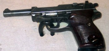 La pistola P38 fue el caballo de batalla de la Wehrmacht. Los Aliados codiciaban las pistolas Luger como souvernir de guerra, pero las P38 capturadas al enemigo eran consideradas armas muy prácticas.