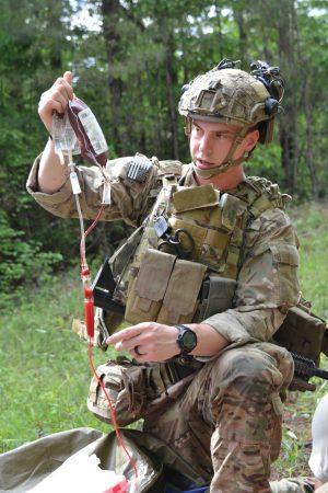 Ejercicio de entrenamiento de los sanitarios del 75º Regimiento Ranger del Ejército de Tierra estadounidense