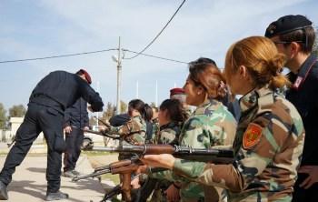 Carabinieri enseñando a policías iraquíes. Foto de Eleonora Giuliani.