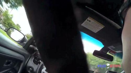 Policía con cinturón de seguridad puesto. Dundalk, Maryland (EE.UU.). 07JUN17