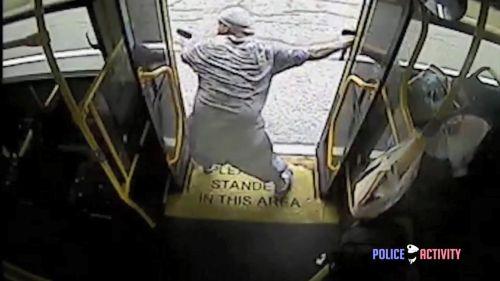 Tiroteo a dos manos desde un autobús entre un sospechoso de robo a mano armada y la policía. Dundalk, Maryland (EE.UU.). 07JUN17