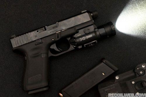 Pistola G19 Gen5 con linterna SureFire XH35Foto de http://www.recoilweb.com/surefire-xh35-1000-lumens-on-your-pistol-129317.html