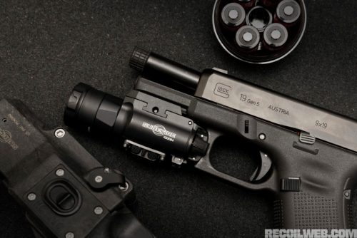 Pistola G19 Gen5 con linterna SureFire XH35. Fotos de http://www.recoilweb.com/surefire-xh35-1000-lumens-on-your-pistol-129317.html