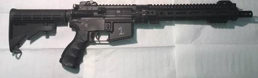 Arma de autodefensa de tripulaciones [Aircrew Self Defense Weapon (ASDW)] del Ejército del Aire estadounidense con empuñadura abatible, cañón desmontable, guardamanos MLOK y elementos de puntería de respeto abatibles (Foto del Ejército del Aire estadounidense).