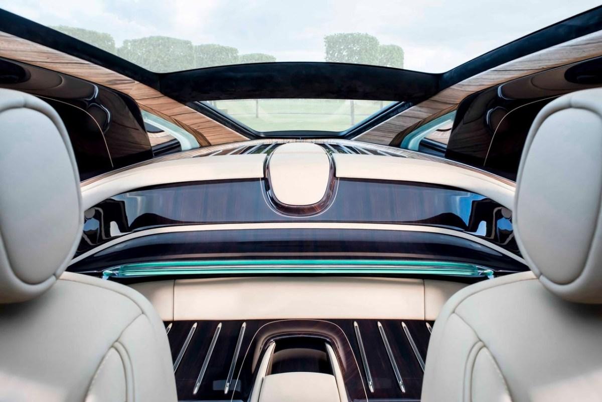 Полностью новый кузов стилизован под яхту. auto.vesti.ru
