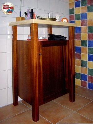 Badezimmerschränkchen aus Mahagoni und Ahorn