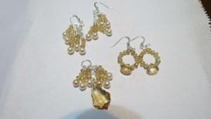 1 pendant & 2 pairs of earrings