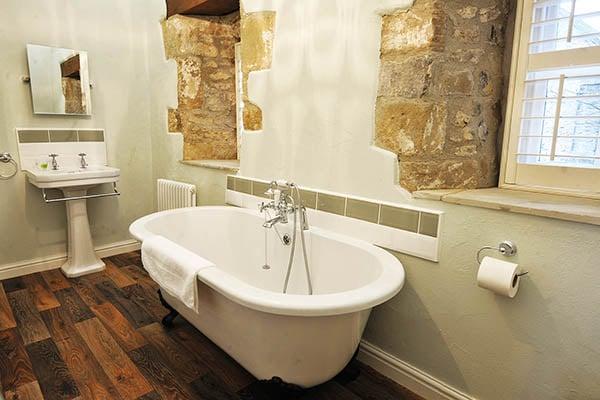 Hayloft Cottage master bedroom en suite
