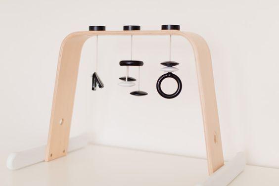 un b b montessori 1 la chambre titisse biscus. Black Bedroom Furniture Sets. Home Design Ideas