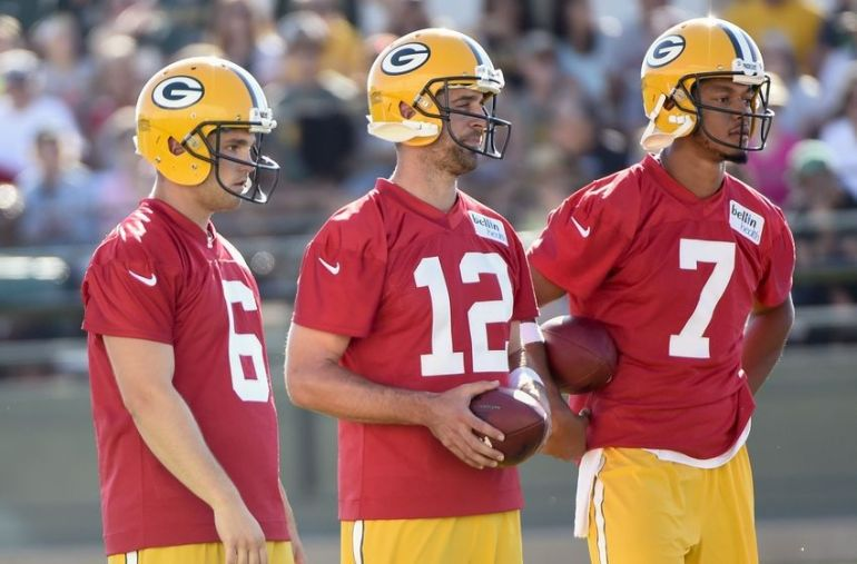 9403140-joe-callahan-brett-hundley-aaron-rodgers-nfl-green-bay-packers-training-camp-1-850x560