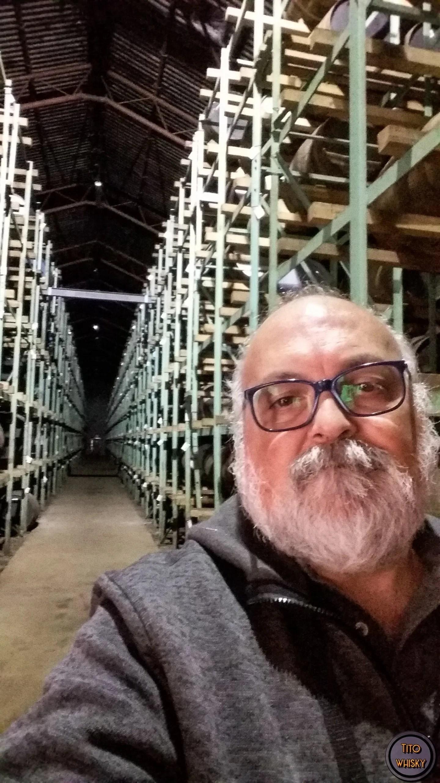 Tito en la destilería Tomatin