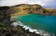 Papakōlea Green Sand Beach, Hawaii. The green sand on this beach in Hawaii is caused by the mineral olivine, which is formed by lava as it cools in the sea. Image credits: Mark Ritter
