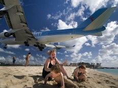 Extreme Plane Landings at Maho Beach, Saint Martin. Image credits: Kent Miller