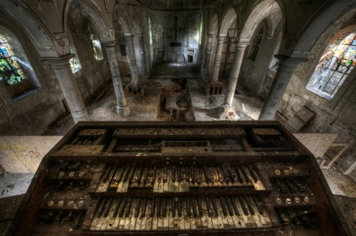Decayed organ inside an abandoned church. Photo By Niki Feijen