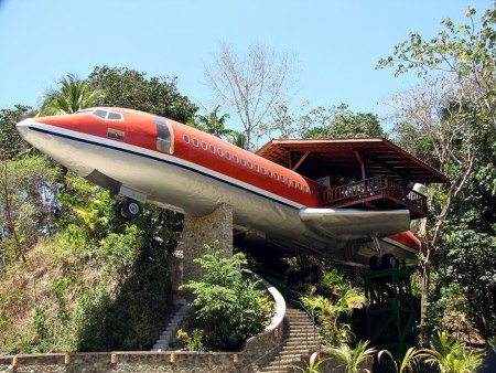 Plane Treehouse (Costa Rica) While not entirely a treehouse, this vintage Boeing 727 was originally bought by Joanne Ussary for $2,000.00. It cost her $4,000.00 to move the plane and $24,000.00 to renovate an turn it into this Executive Suite 727 tree house. A jacuzzi in the cockpit is just one of the intriguing ideas she had for her new home! (read more)
