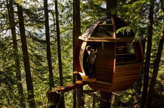 "The HemLoft Treehouse (Whistler, Canada) After retiring at the age of 26, software developer Joel Allen became a carpenter and fulfilled his dream of ""building something cool"". Kind of an understatement. He never thought this personal project would be featured in international design magazines! (Image credits: Joel Allen)"