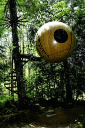 Free Spirit Sphere Treehouses (Canada) Built with vision and engineering, these handcrafted spheres are suspended like pendants from a web of rope. They occupy a truly unique place in the world and provide a habitat for the un-tamed spirit that exists in us all. (Image credits: freespiritspheres.com)