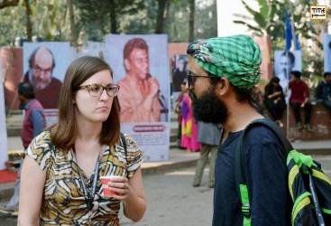 کارگردان لهستانی و هنرجوی بنگلادشی در کتابخانه ملی داکا
