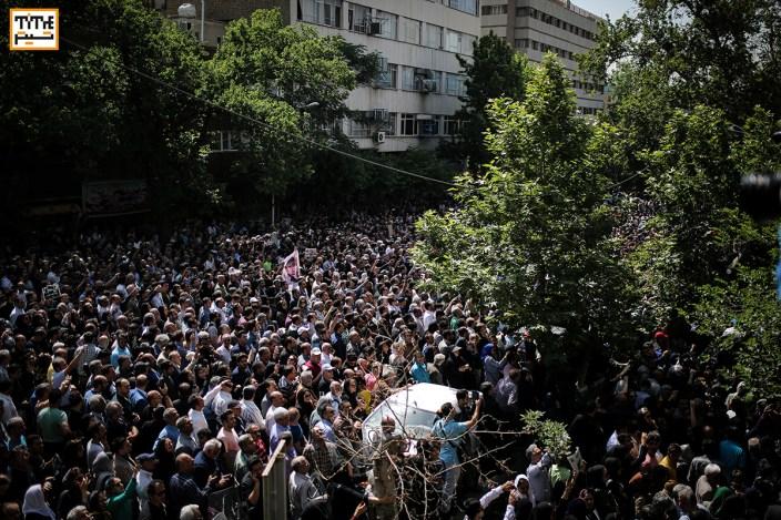 حضور پرشور مردم در مراسم وداع با ناصر ملک مطیعی در خانه سینما - عکس از مجید فراهانی