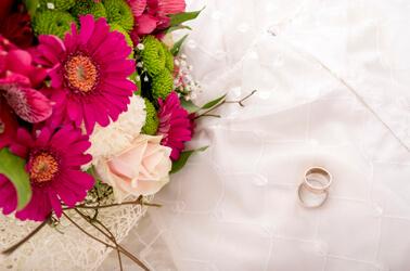 ti voglio sposare magazine - fedi-fiori-colorati