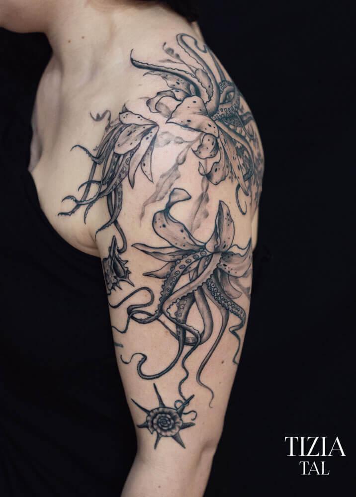 tattoo-fleurs-epaule-femme