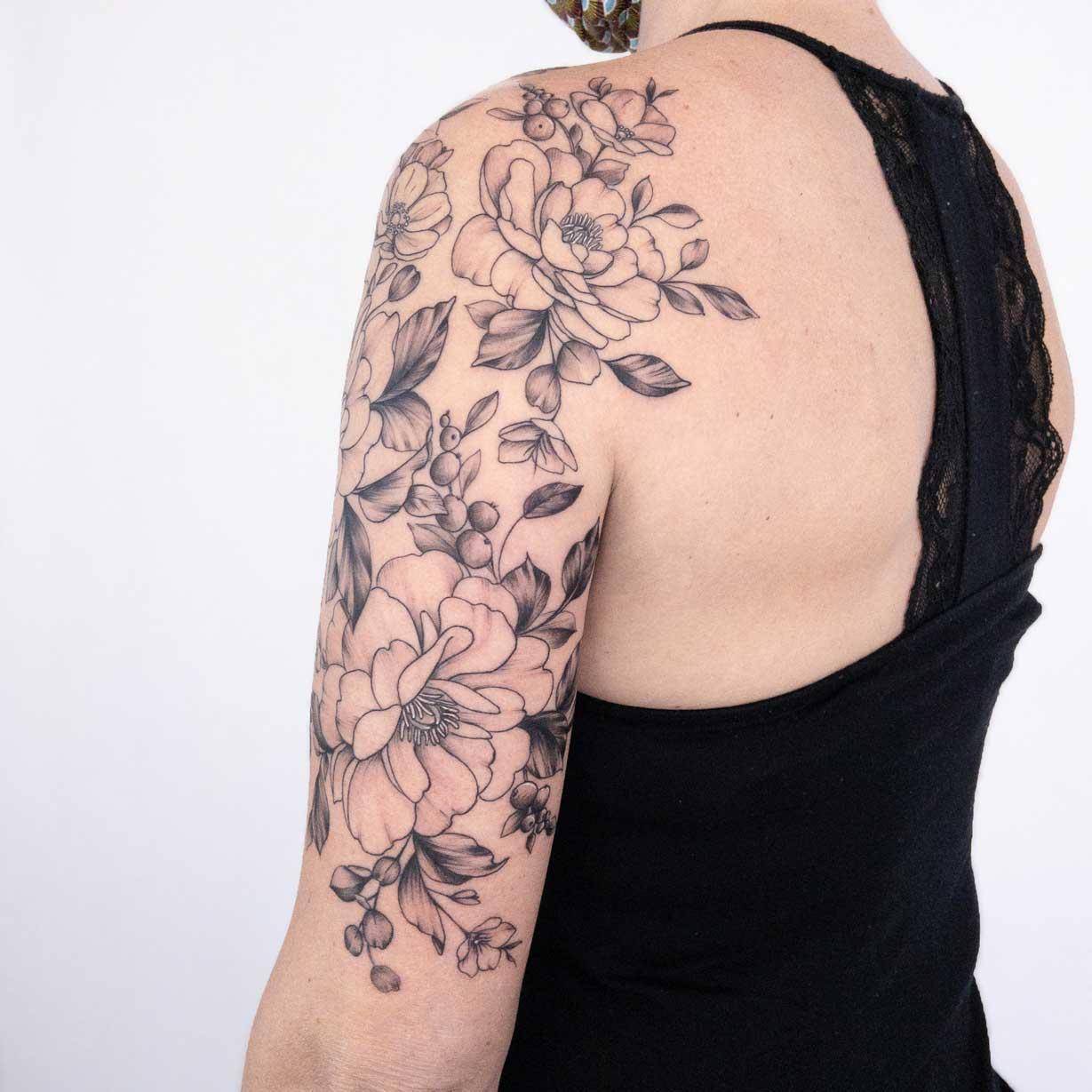 Tattoo-fleurs-épaule-toulouse