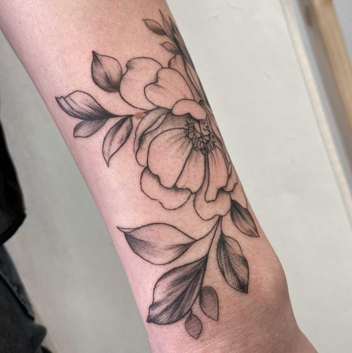 Tattoo-feminin-fleur-fin-toulouse