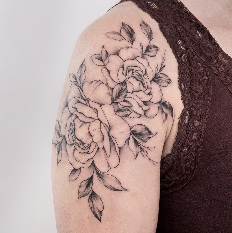 pivoine-épaule-tatouage