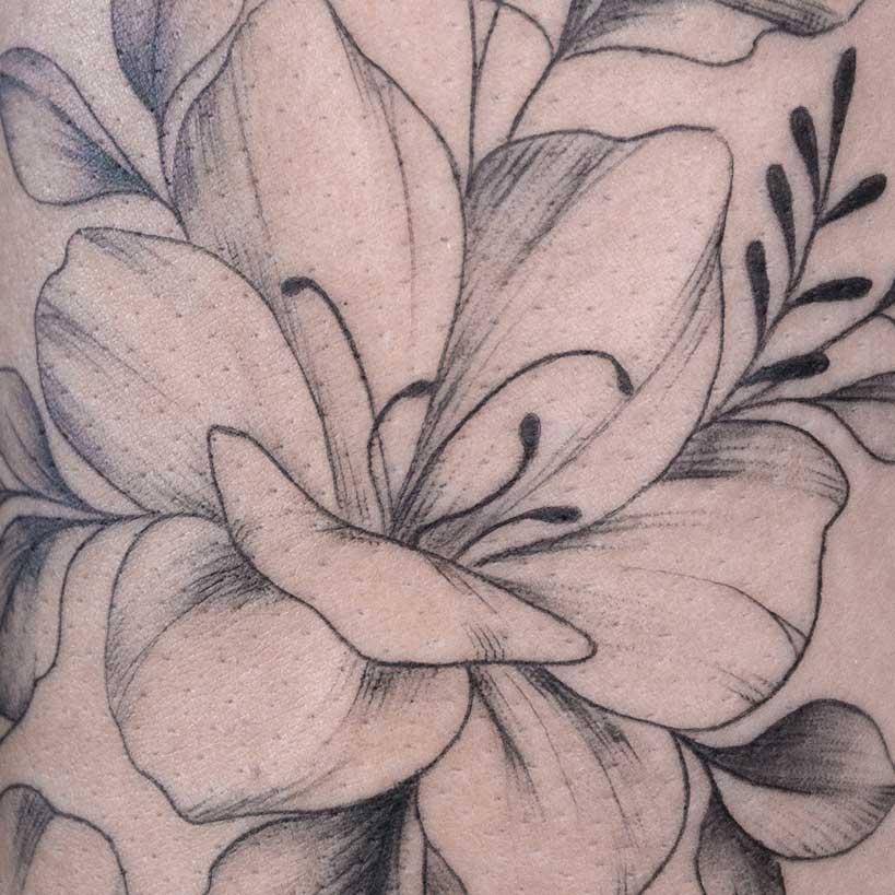 tatouage-fin-fleur-toulouse