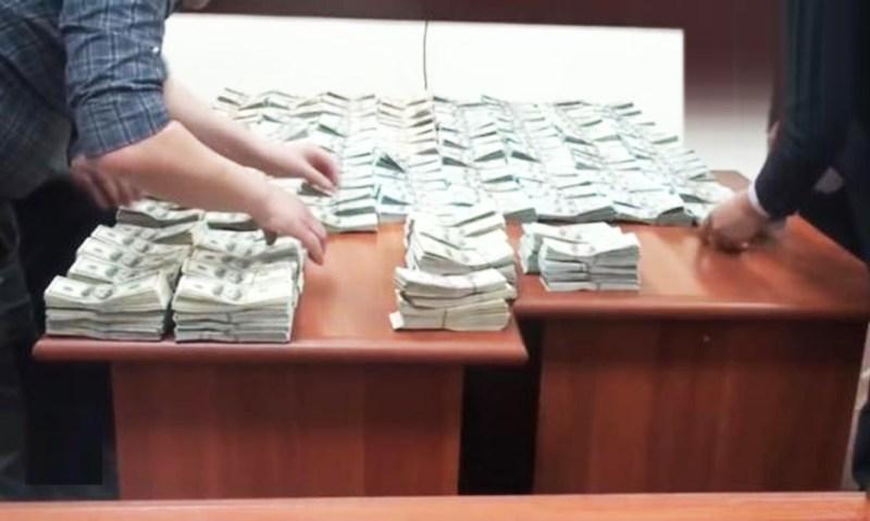 Дар манзили мансабдори ӯзбек $1 миллион доллар ёфт гардид