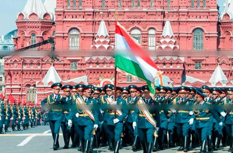 Иштироки сарбозони тоҷик дар паради шаҳри Москва