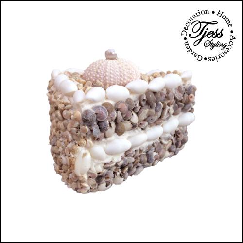 sier taartje puntje met zeeegel en schelpen